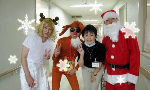 サンタクロース、トナカイ、エンジェルさんと記念撮影